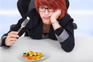 """""""Jemy to, co nas truje"""". Nie możesz schudnąć? Może masz nietolerancję pokarmową i nawet o tym nie wiesz! [WYWIAD]"""