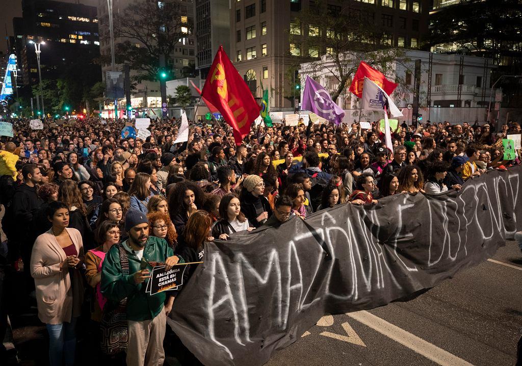 Brazylia. Płoną lasy Amazonii. Protesty w kraju, ludzie żądają działań rządu.