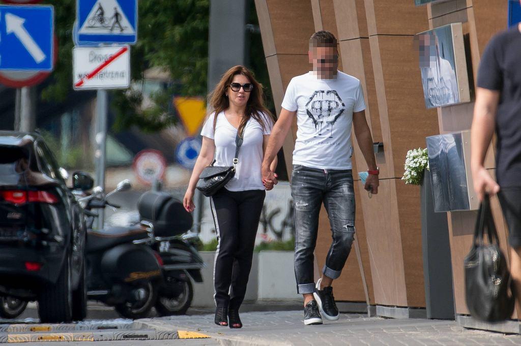 Beata Tadla z nowym partnerem na mieście