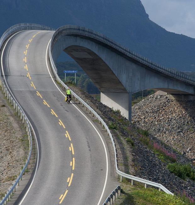 Niektóre drogi w Norwegii zapierają dech w piersi / fot. Shutterstock