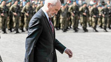 Minister obrony w rządzie PiS Antoni Macierewicz podczas uroczystości zaprzysiężenia Lubelskiej Brygady Obrony Terytorialnej. Lublin 21 maja 2017