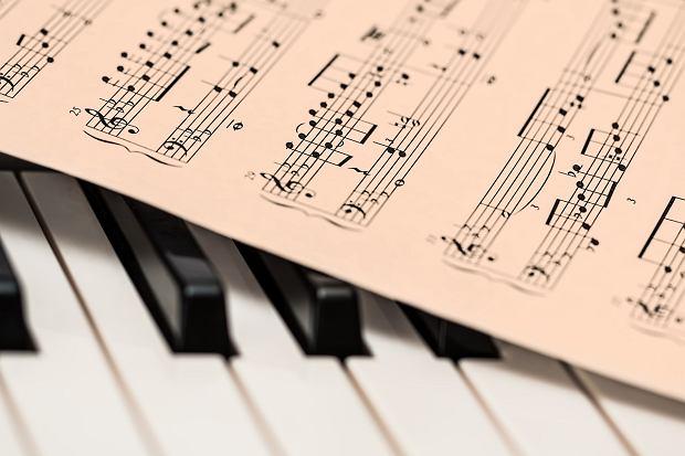 Muzyka klasyczna, wbrew powszechnemu przekonaniu, to muzyka dla każdego z nas. Albowiem któż nie potrzebuje czasem chwili, aby zregenerować siły i oddać się rozmyślaniu, nad otaczającym światem. W  Tuba.FM znajdziecie utwory, które z pewnością Wam to ułatwią. Nasze radio internetowe zaopatrzone jest w dział legend muzyki klasycznej.
