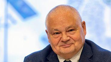 Przewodniczacy Rady Polityki Pieniężnej i Prezes Narodowego Banku Polskiego Adam Glapiński podczas konferencji prasowej w NBP. Warszawa, 15 maja 2018