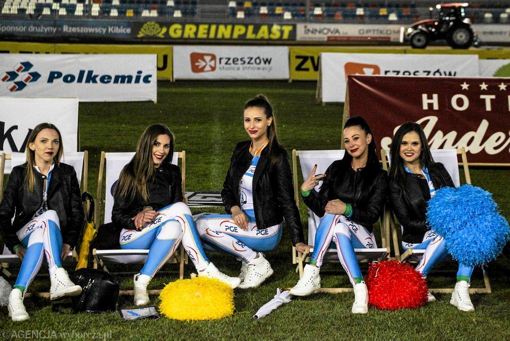 Podprowadzające podczas meczu PGE Stal Rzeszów - FOGO Unia Leszno