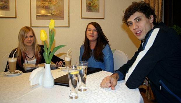 Zwyciężczynie licytacji WOŚP na kolacji z Aleksandarem Atanasijevicem