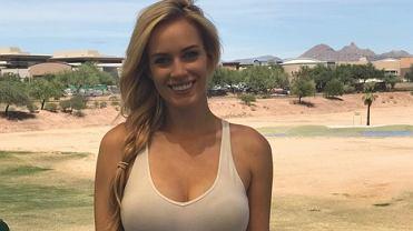 Paige Spiranac, amerykańska golfistka zachwyca nie tylko na polu golfowym. 24-letnia zawodniczka jest regularnie wybierana do grona najpiękniejszych sportsmenek świata, a jej profil na Instagramie śledzi ponad milion obserwujących. Niewykluczone, że już wkrótce nie będzie mogła tak bardzo na siebie zwracać uwagę.