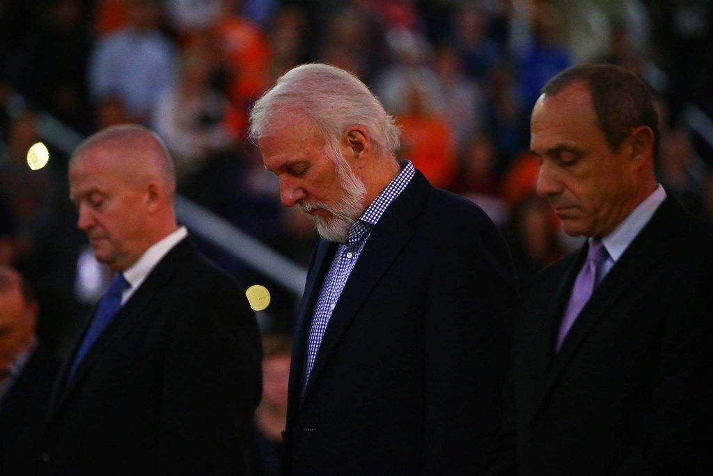 Minuta ciszy przed meczem Phoenix Suns - San Antonio Spurs