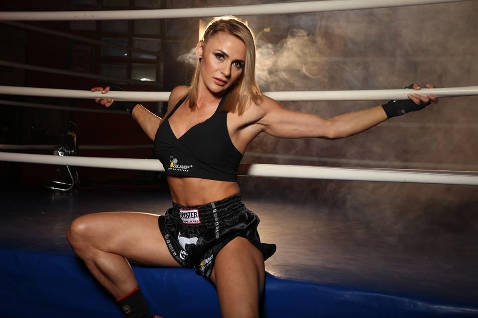 Trenerka postanowiła również rozpocząć swoją przygodę z mieszanymi sztukami walki, czyli MMA. Twierdzi, że przez 12 lat swojej działalności w branży fitness zdobyła już wszystko, czego chciała i straciła motywację do dalszej pracy. Motywację tą przywróciły jej właśnie zawody MMA.