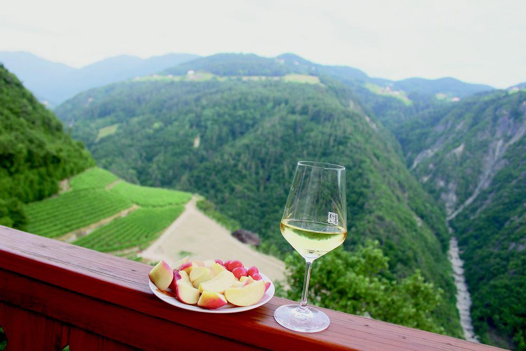 W Prackfolerhofie robią bardzo udane sauvignon i vernatsch (typowe dla regionu), a że było gorąco, kosztowaliśmy co wieczór głównie tego pierwszego białego, zmrożonego tak, by powstało culaccino - to włoskie określenie kółka na stole zostawionego po kieliszku zimnego wina w upalne dni.