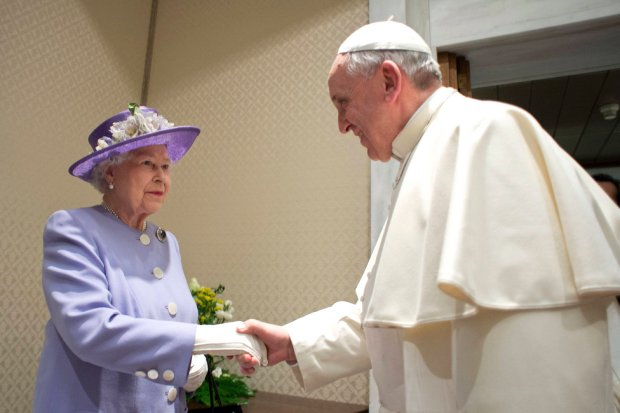 Britain's Queen Elizabeth (L) shakes hands with Pope Francis during a meeting at the Vatican April 3, 2014. REUTERS/Osservatore Romano (VATICAN - Tags: RELIGION POLITICS ROYALS) ATTENTION EDITORS - THIS IMAGE WAS PROVIDED BY A THIRD PARTY. FOR EDITORIAL USE ONLY. NOT FOR SALE FOR MARKETING OR ADVERTISING CAMPAIGNS. NO SALES. NO ARCHIVES. THIS PICTURE IS DISTRIBUTED EXACTLY AS RECEIVED BY REUTERS, AS A SERVICE TO CLIENTS