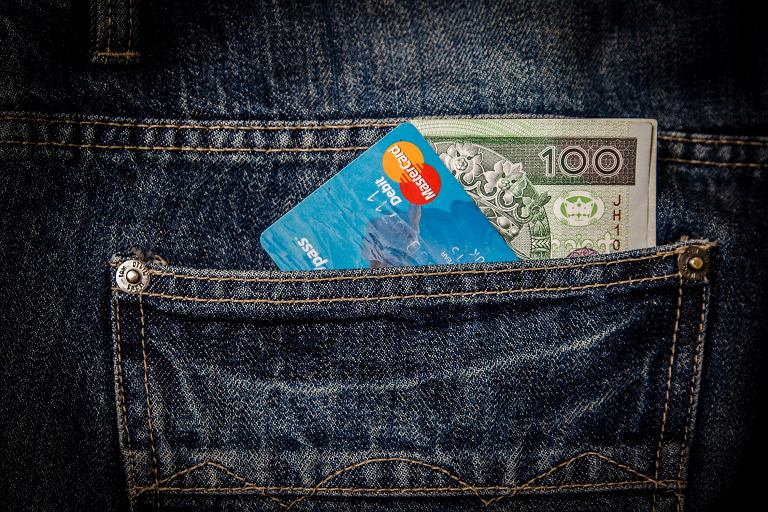 Konto lub karta z programem Priceless Specials