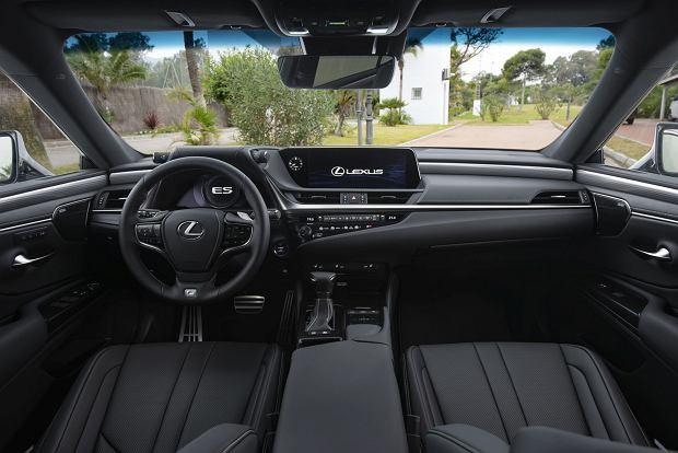 Wnętrze Lexusa ES300h