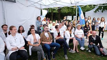 Białe miasteczko przed KPRM - protest pracowników ochrony zdrowia. Warszawa, 13 września 2021