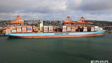 Charlotte Maersk, największy konterowiec, który wpłynął do Portu Gdynia. Na zdjęciu przeładunek w terminalu BCT