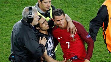Jeden z kibiców wbiegł po meczu na murawę i zrobił selfie z Ronaldo. Portugalczyk poprosił ochronę, żeby grzecznie poczekała, aż kibic zrobi sobie z nim zdjęcie.