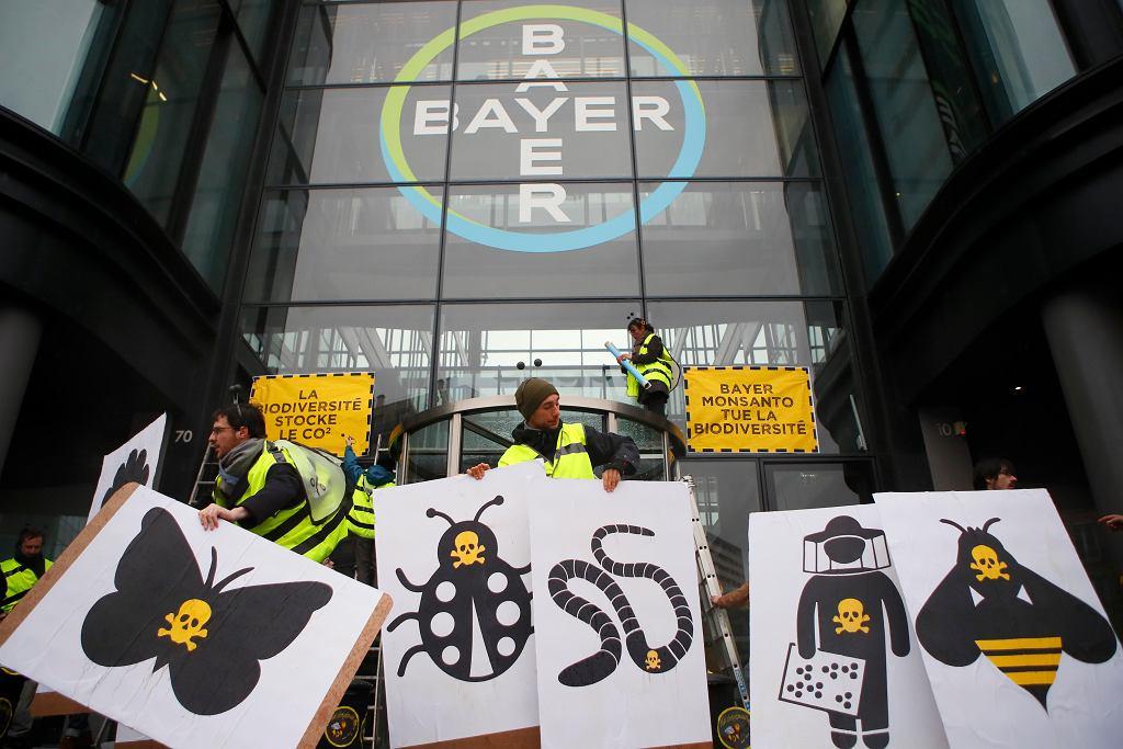 Protest przed siedzibą firmy Bayer w Paryżu