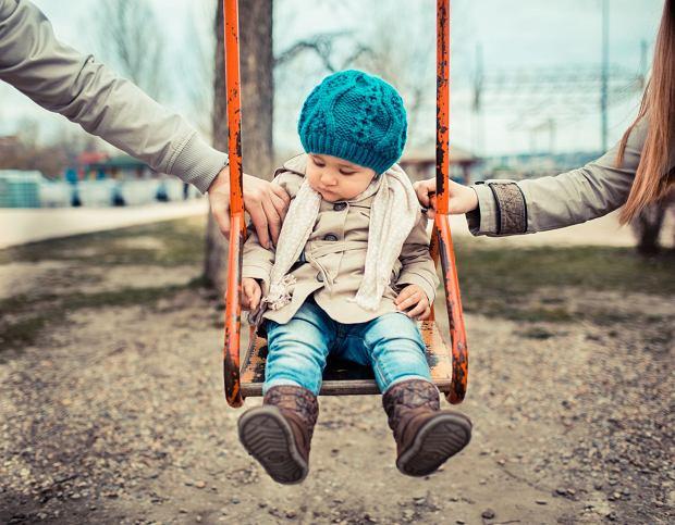 W pandemii brak poczucia bezpieczeństwa, strach przed nową sytuacją, chęć ochrony dzieci i brak stabilizacji finansowej mogą powstrzymywać od ostatecznej decyzji o rozwodzie - twierdzi prawnik Sylwia Rokarzewska-Cybulko / Fot. Shutterstock.com