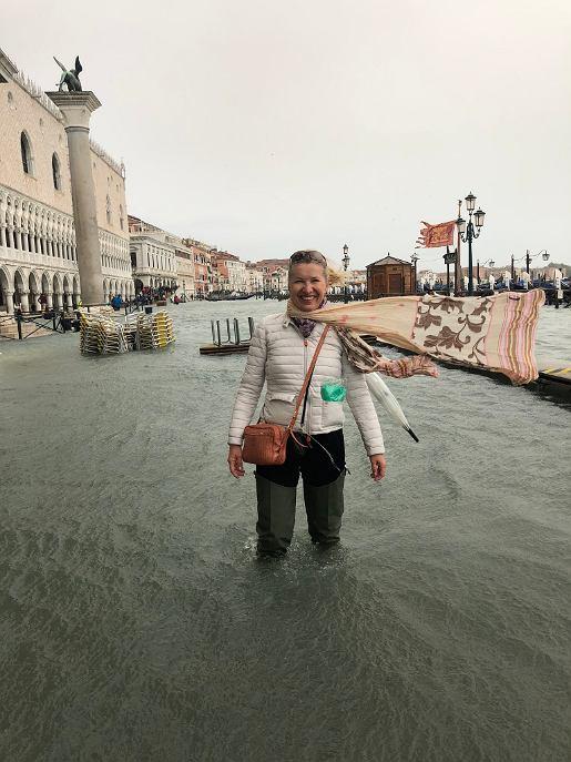 Przewodniczka Anna Domaradzka podczas listopadowej katastrofy w Wenecji