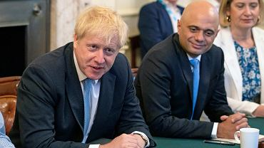 Boris Johnson (z lewej) i Sajid Javid