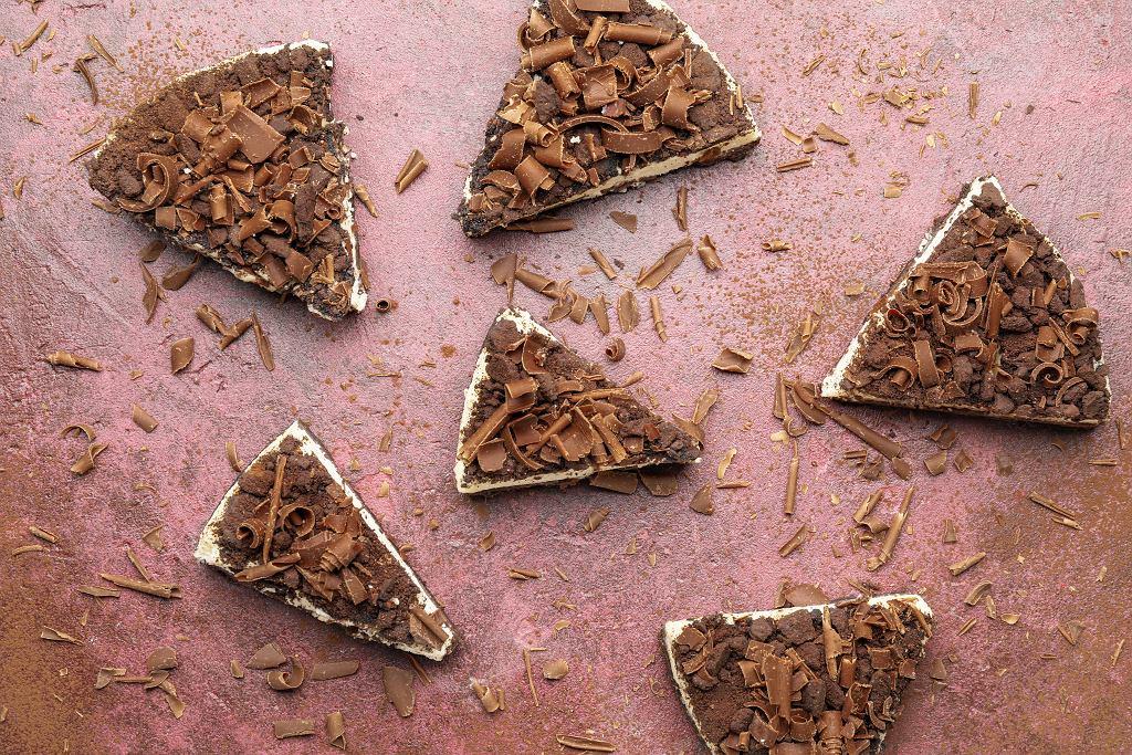 Kinder country ciasto należy do tych deserów, które każdy z was może wykonać własnoręcznie niezależnie od doświadczenia cukierniczego