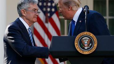 Prezydent Donald Trump gratuluje Jerome'owi Powellowi nominacji na przewodniczącego Fed