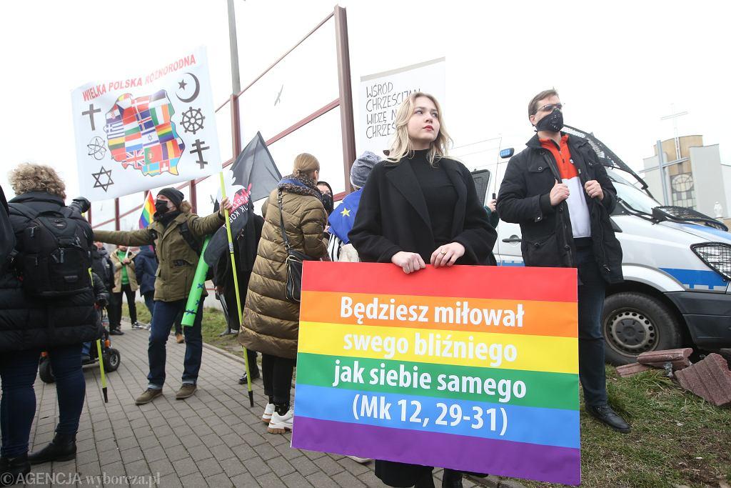 Warszawa. Kościół św. Ojca Pio, protesty przeciwko abp. Jędraszewskiemu