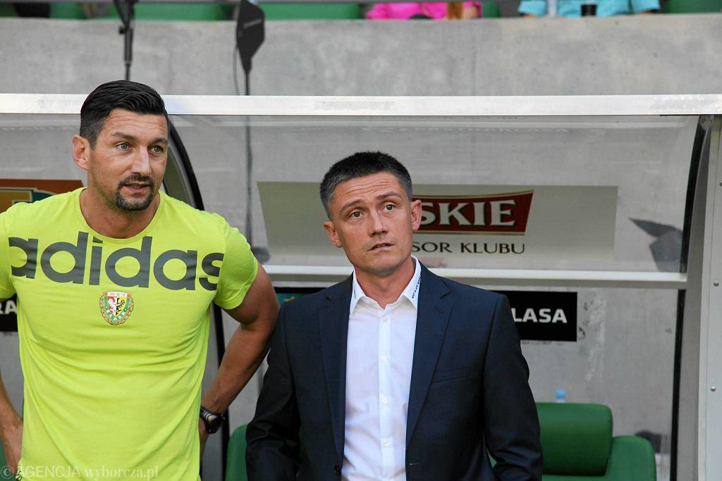 Mariusz Rumak (po prawej) i jego asystent Dariusz Dudek (po lewej)
