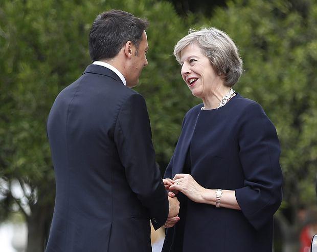 Premier Włoch Matteo Renzi i premier Wielkiej Brytanii Theresa May