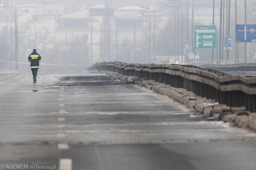 Nawierzchnia mostu Łazienkowskiego po pożarze