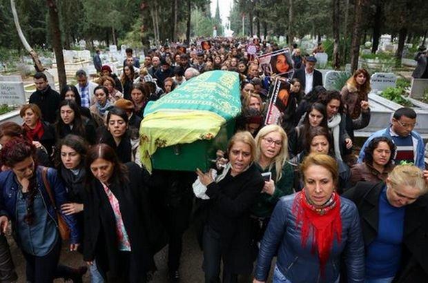 Kobiety niosące trumnę Özgecan Aslan