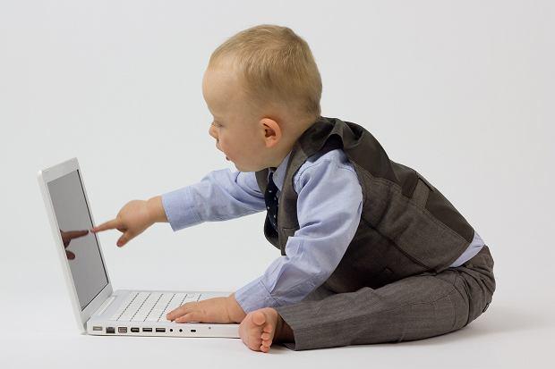 Dziecko w czasach technokultury. Czy tablet jest już elementem wyprawki niemowlęcej? Za i przeciw nowoczesnej technologii