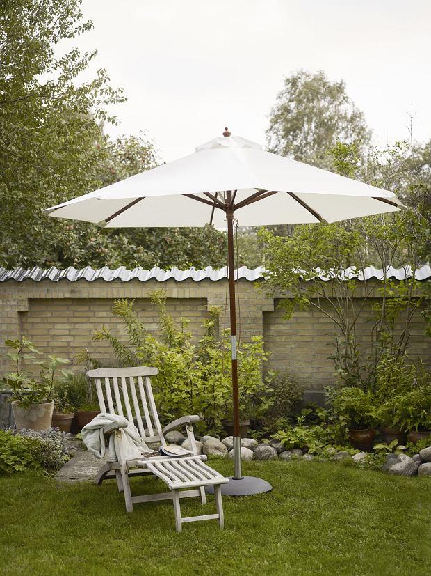 Niewielki parasol ogrodowy