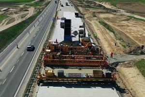 Rozpoczęcie układania betonowej nawierzchni na A1 Częstochowa - Tuszyn