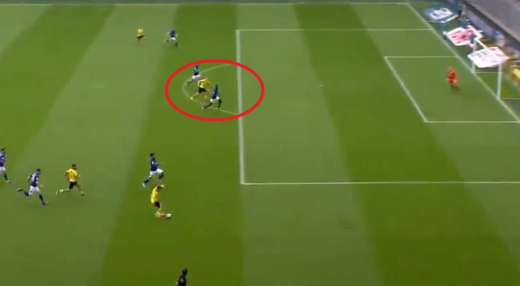 Erling Haaland strzela gola dla Borussii Dortmund
