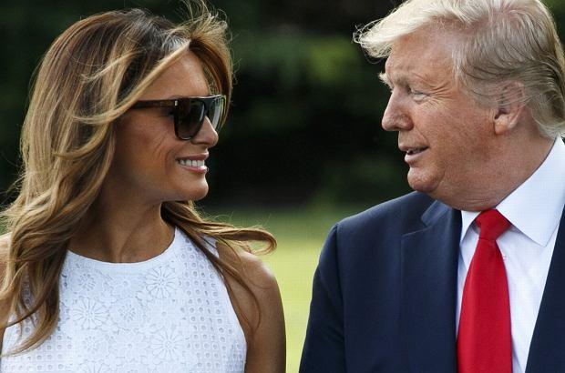 Melania Trump wspiera męża, który ogłosił, że ponownie będzie walczył o urząd prezydenta USA. Podczas jednego ze spotkań pojawiła się w letniej białej sukience.