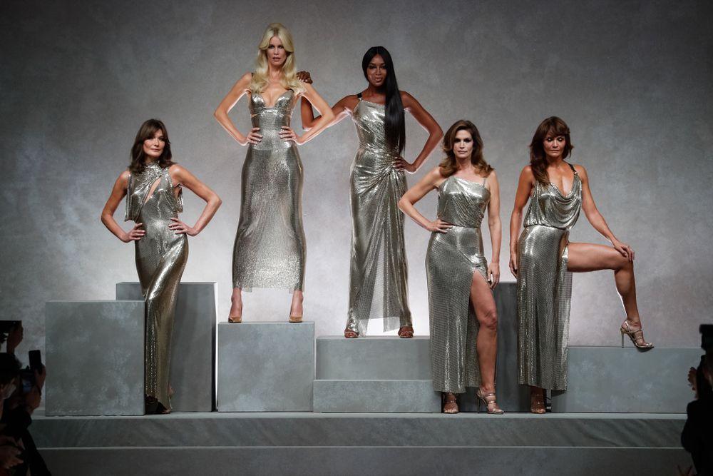 Topmodelki z lat '90 na pokazie marki Versace