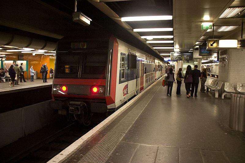 Stacja Chatelet-Les-Halles. Zdjęcie ilustracyjne
