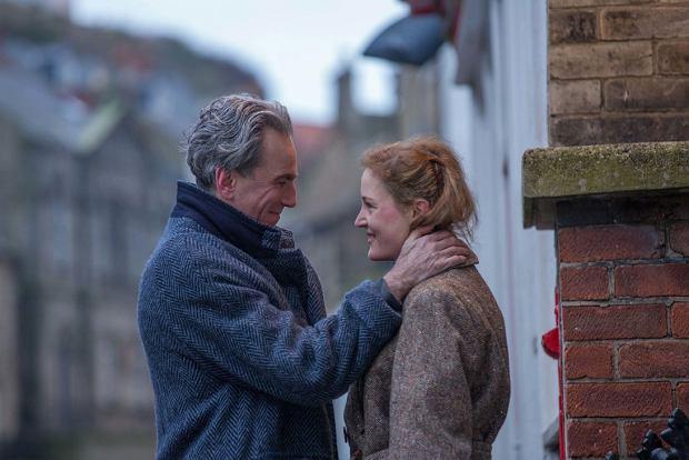 Daniel Day-Lewis i Vicky Krieps, czyli Reynolds Woodcock i Alma w filmie 'Nić widmo' Paula Thomasa Andersona