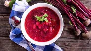 Botwinka to jedna z najpyszniejszych zup, jakie możecie przygotować latem.