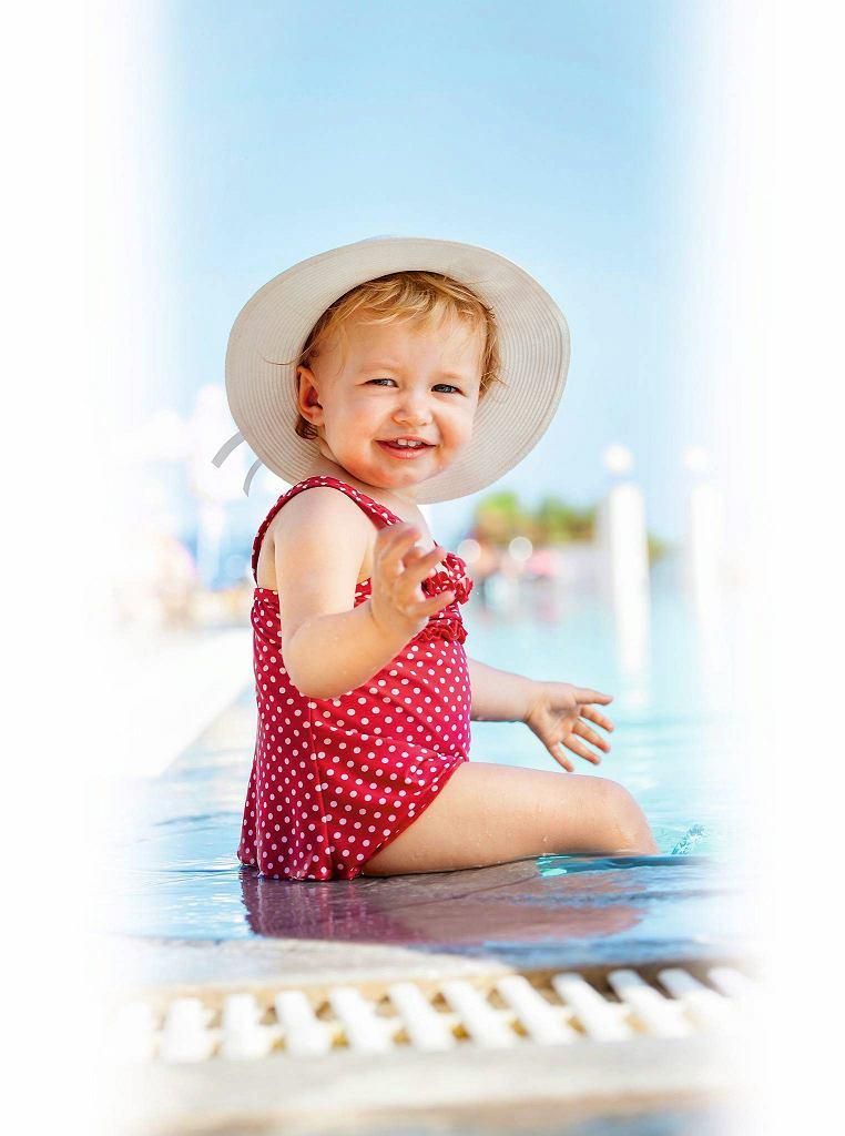 Aplikację kremu z filtrem trzeba powtarzać co dwie godziny i po każdym wyjściu dziecka z wody.