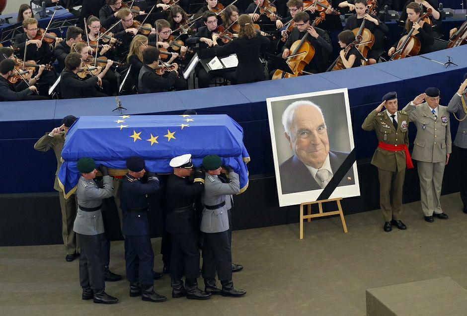 Ceremonia pożegnania zmarłego b. kanclerza Niemiec w Parlamencie Europejskim