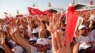 To nie są zwolennicy Erdogana. To ludzie, którzy przyszli na finał 'Marszu dla sprawiedliwości' z Ankary do Stambułu, 9 lipca 2017 r.