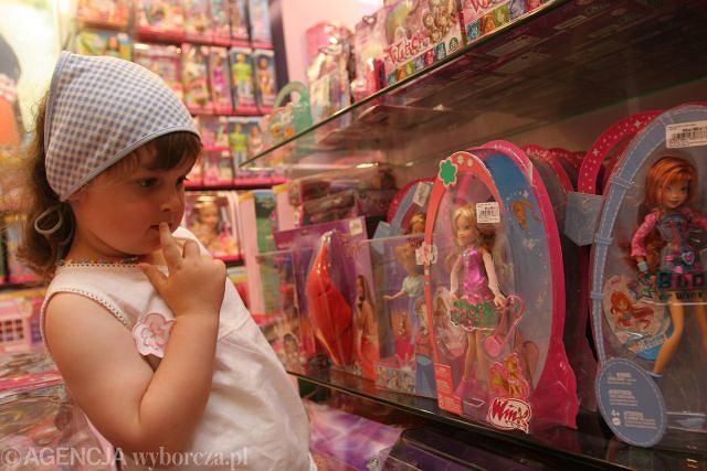 Zabawki dla dziewczynek: promują kult ciała i stereotypowe role płciowe?