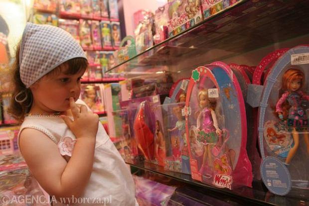 """Zabawki krzywdzą dziewczynki. """"Chłopiec ma myśleć i tworzyć, dziewczynka wyglądać i dbać o dom"""""""