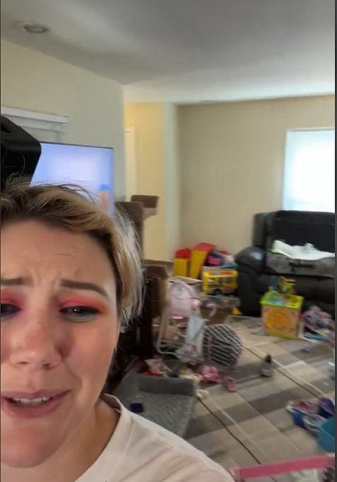 Emily nie wstydzi się bałaganu w domu