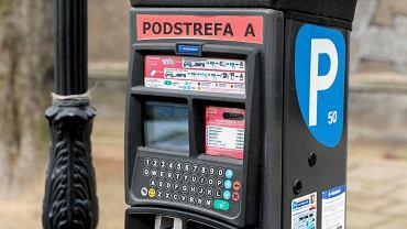 Od stycznia nowe stawki za parkowanie w Warszawie. Za postój zapłacimy do godz. 20