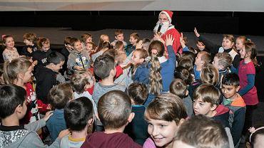 Fabryka św. Mikołaja rozdała prezenty dzieciom