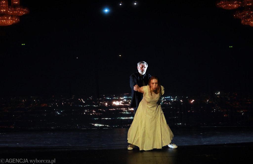 Jerzy Radziwiłowicz jako Prospero podczas próby spektaklu 'Burza'  Williama Szekspira w reżyserii Pawła Miskiewicza  / JACEK MARCZEWSKI