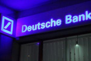 Pierwszy bank podnosi marże hipoteczne z powodu podatku bankowego