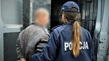 69-latek, który podczas rozprawy zażył tabaki, decyzją sąd został na cztery dni pozbawiony wolności w areszcie śledczym
